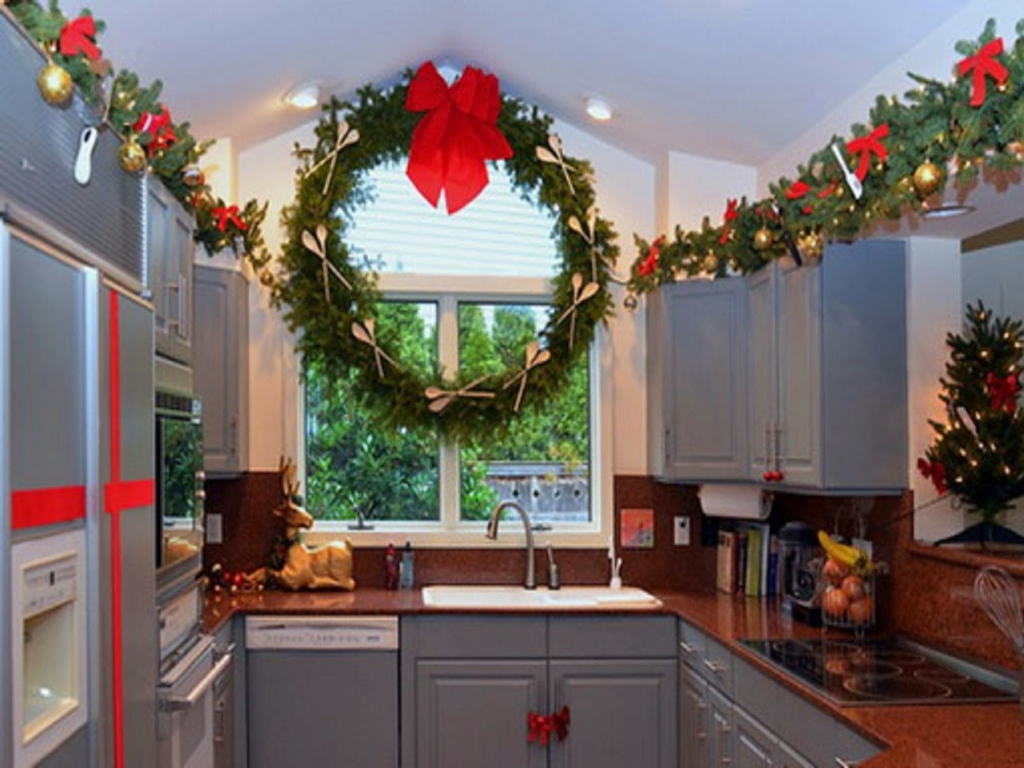 wooden spoon & fork wreath decor in Kitchen Christmas Decoration Ideas | LovelySpaces.com