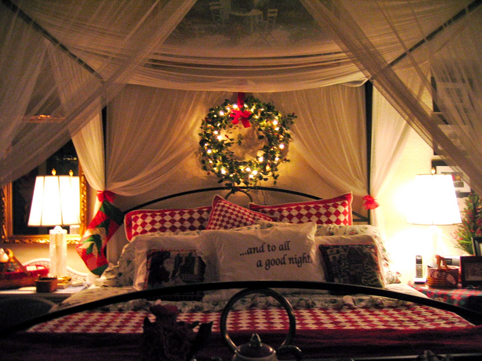 canopy bed in Christmas DIY decorations for kids bedrooms | lovelyspaces.com