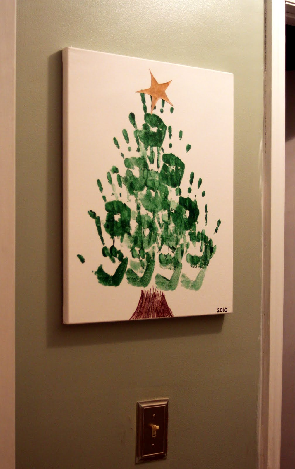 hand painted Christmas tree in Christmas DIY decorations for kids bedrooms | lovelyspaces.com