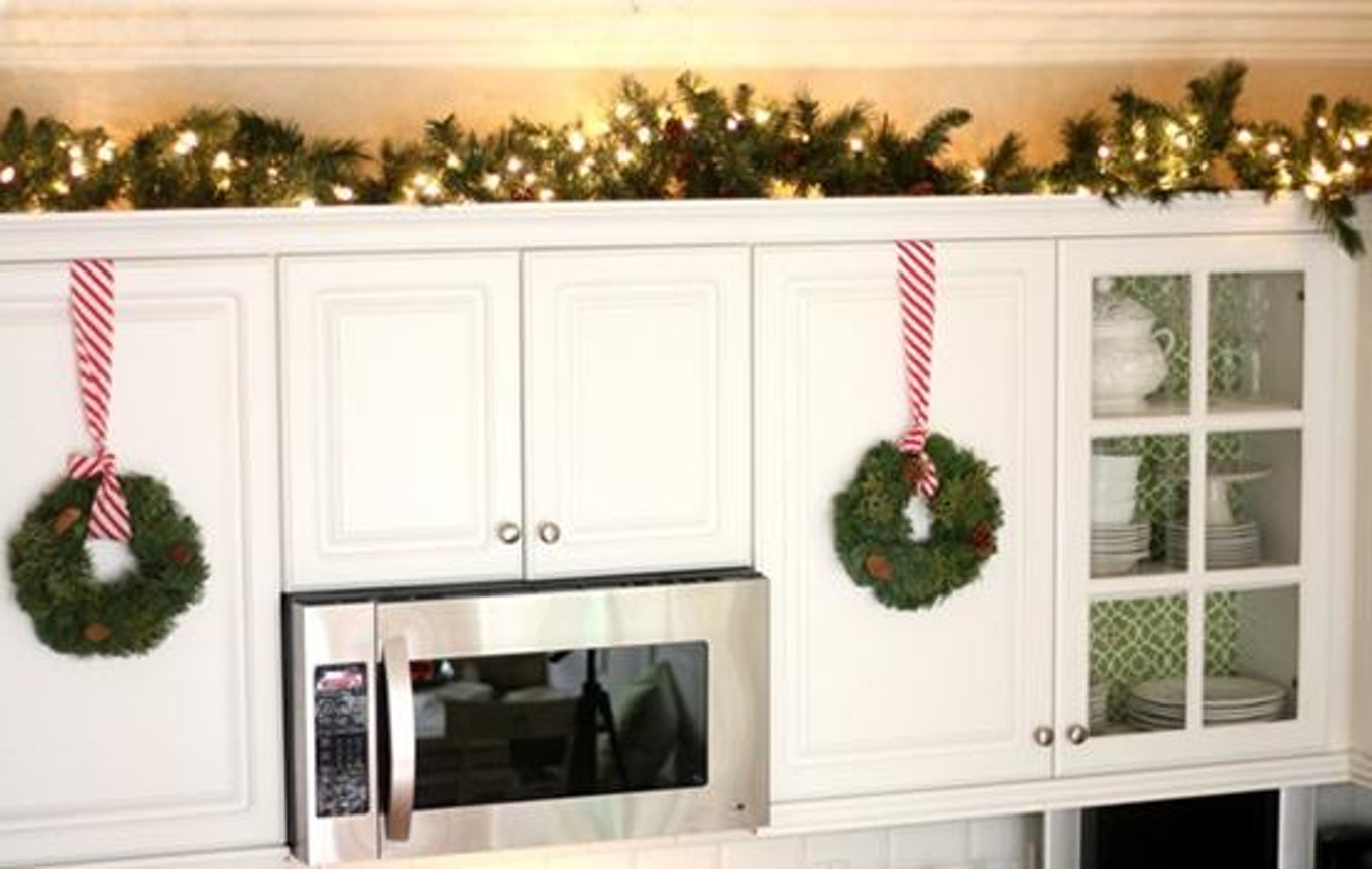 hanging wreaths in kitchen cabinets in Kitchen Christmas Decoration Ideas | LovelySpaces.com