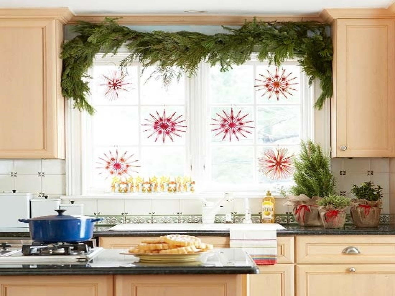 Christmas kitchen window in Kitchen Christmas Decoration Ideas | LovelySpaces.com